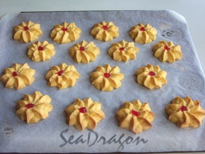 Biskut Semperit after baking